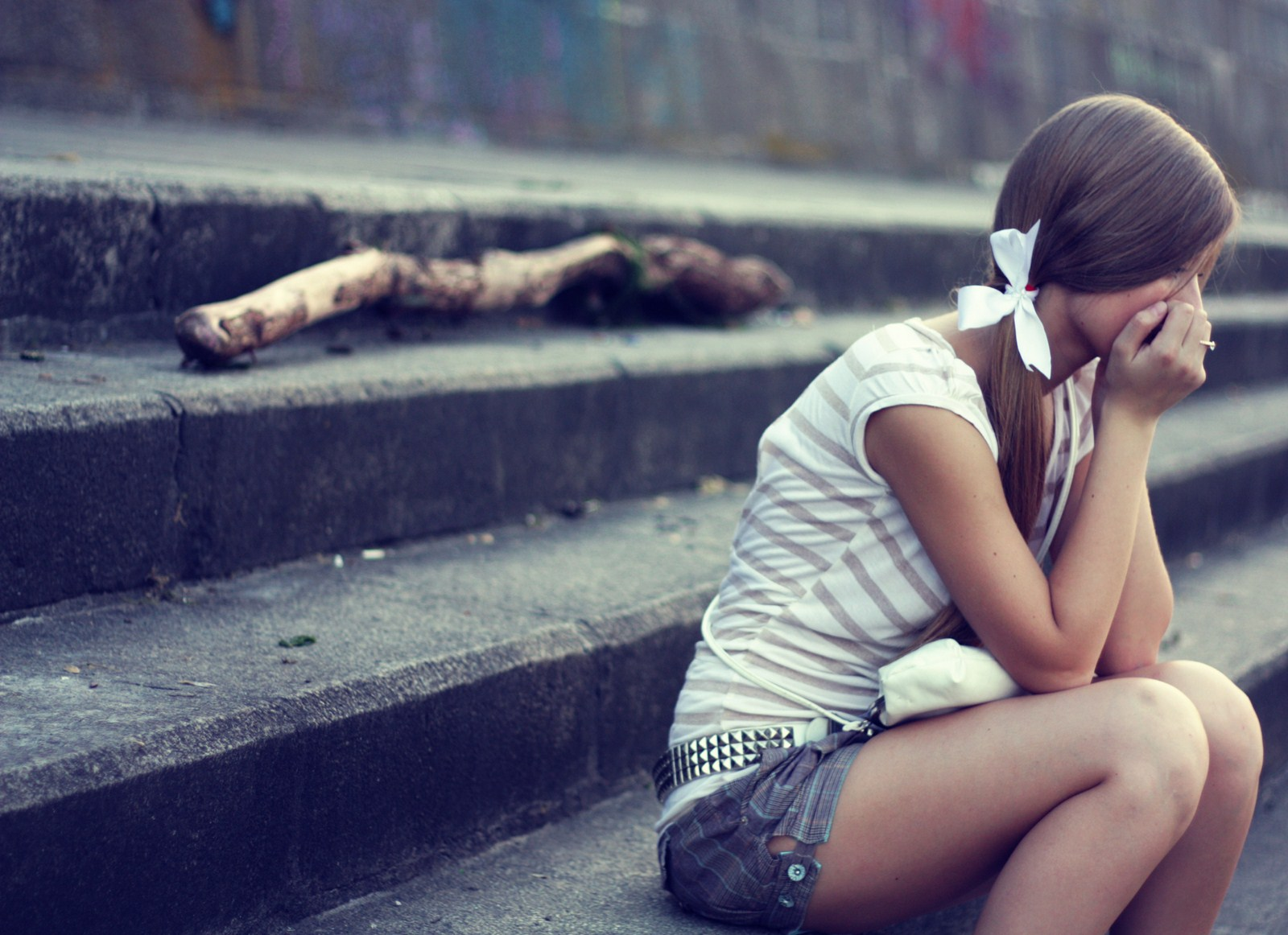 sad-girl-city-hd-wallpaper-lovewallpapersublogspotcom