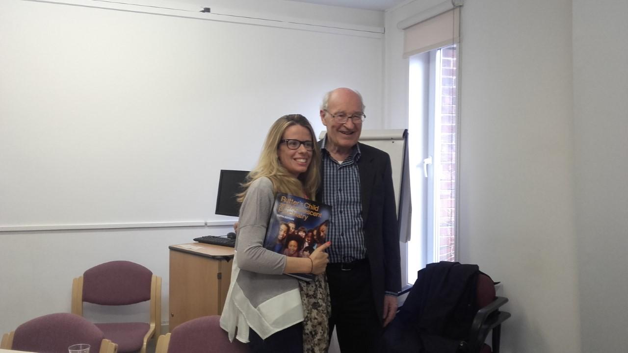 Foto con el Padre de la psiquiatría infantil , el Profesor Michael Rutter